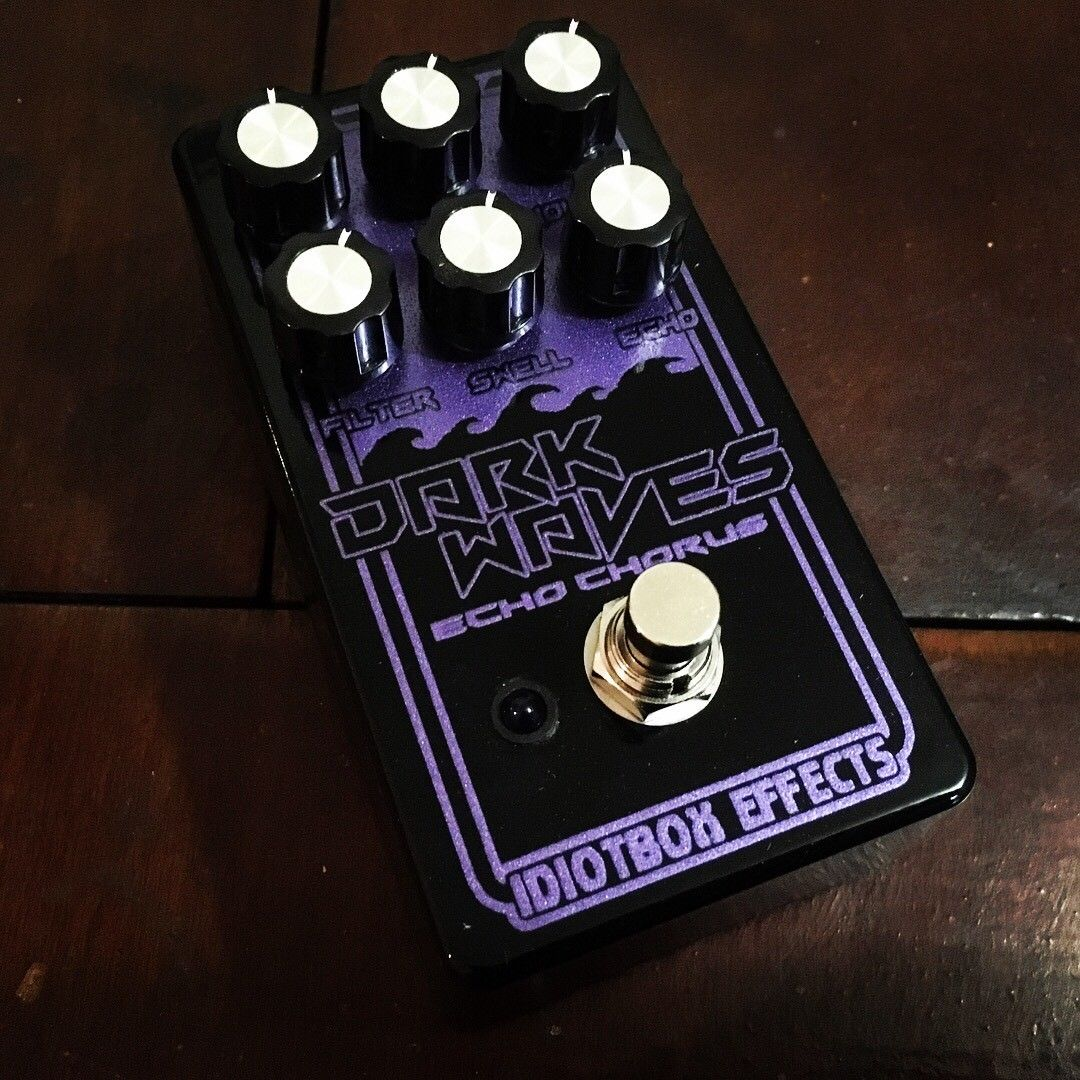 idiotbox effects dark waves echo chorus pedal for guitar or bass peerless music. Black Bedroom Furniture Sets. Home Design Ideas